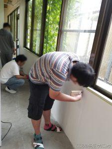1F スタジオの壁の塗装作業が進んでいます